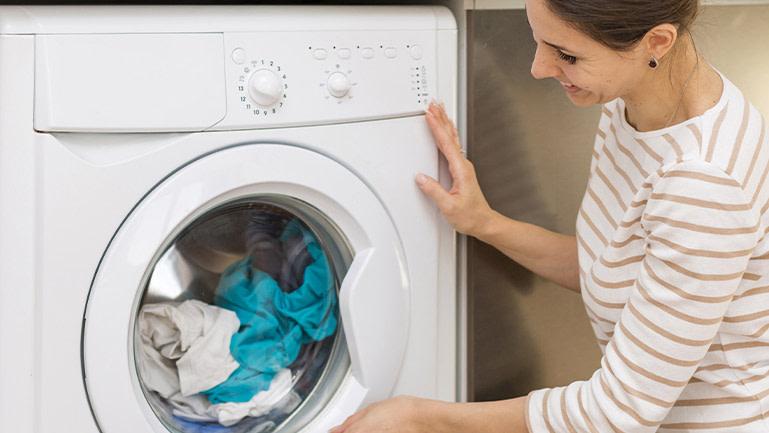 Cuidados com a limpeza das roupas para se proteger do coronavírus